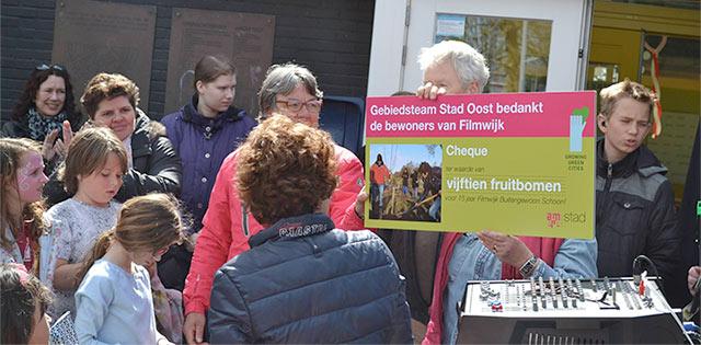 De gemeente doneerde 15 fruitbomen die in de wijk zullen worden geplant