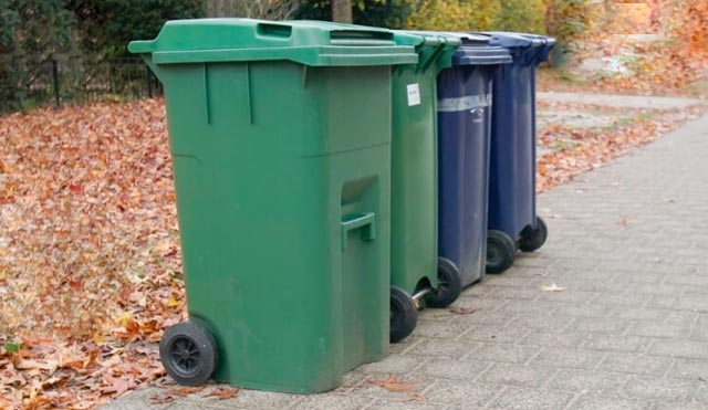 vier afvalbakken